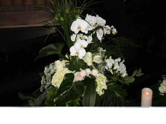 132 ``Weiße Orchideen``